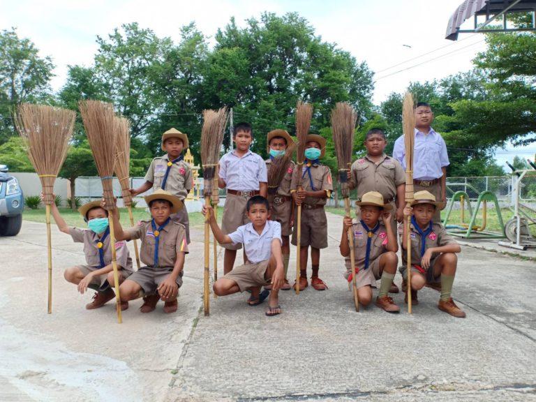 Kids at Baan Toong Krabam school are cleaning