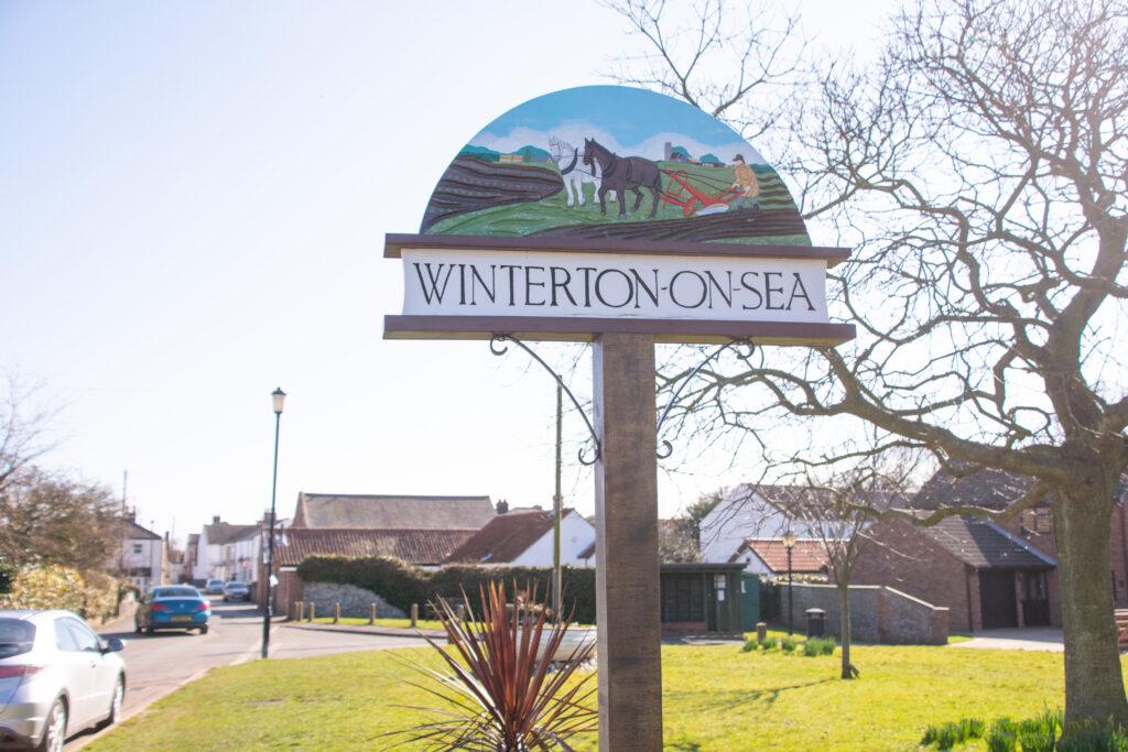 Winterton-On-Sea guide post